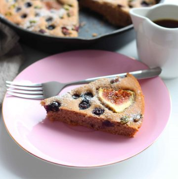 Baked Pancake with Fig, Blueberry and Pistachios